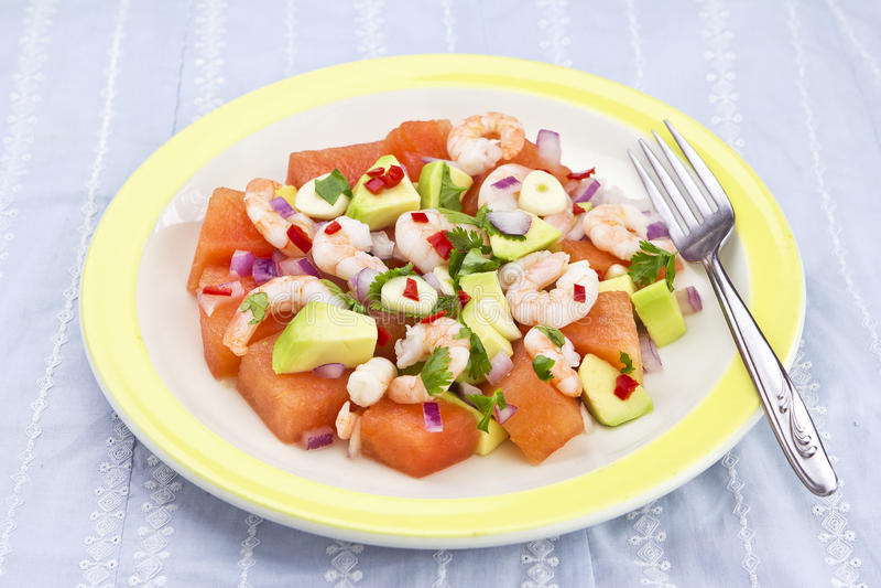 Avocado, de salade van de garnalenwatermeloen royalty-vrije stock afbeeldingen