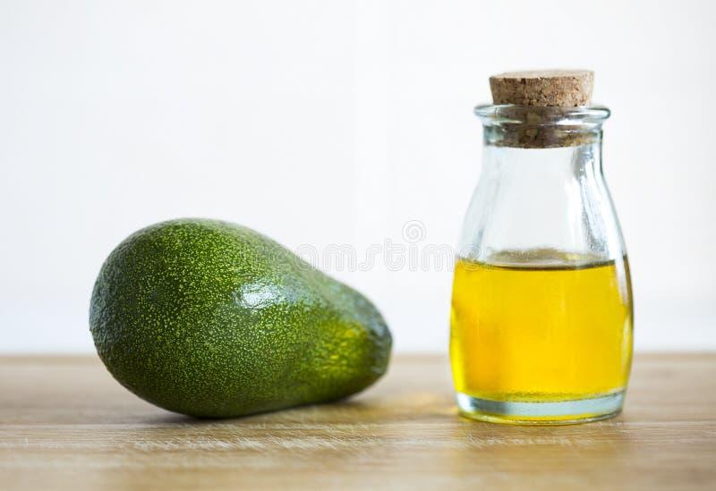 Avocado ed olio immagini stock