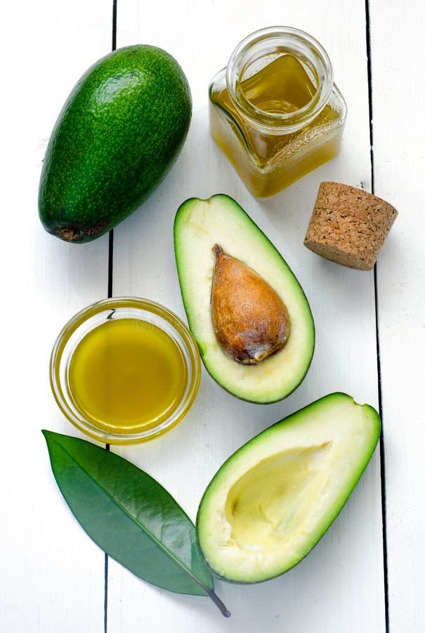 Avocado en avocadoolie stock afbeeldingen