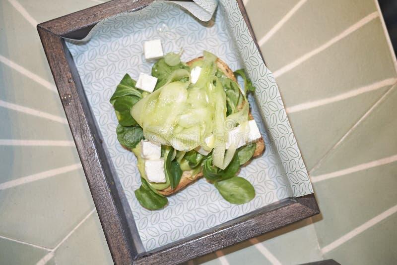 Avocado grzanka z ogórkiem i feta fotografia royalty free