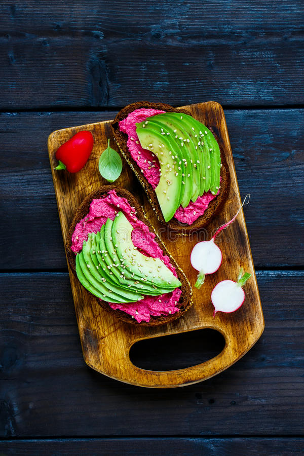 Avocado i buraka kanapki zdjęcie royalty free