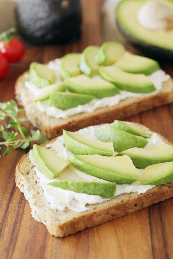 Avocado i kremowy ser zdjęcia stock