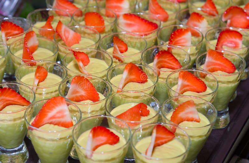 Avocado puddingu zdrowy wyśmienity deser obraz stock