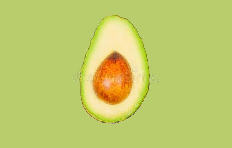 Avocado schweben in einer Luft auf gr?nem Pastellhintergrund frei Konzept der Gem?selevitation stockbild