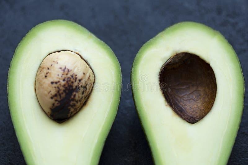 Avocado in un taglio fotografie stock