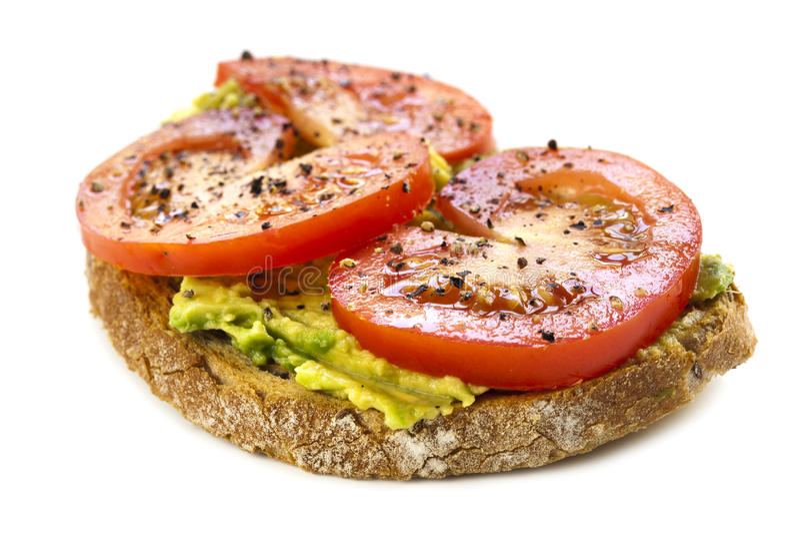 Avocado-und Tomate-geöffnetes Sandwich über Weiß stockbilder