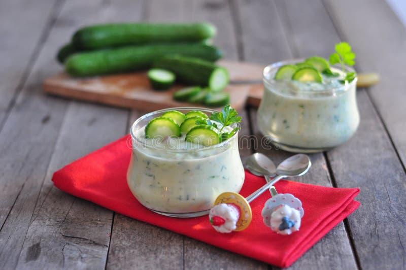 Avocadosalade met yoghurt royalty-vrije stock fotografie