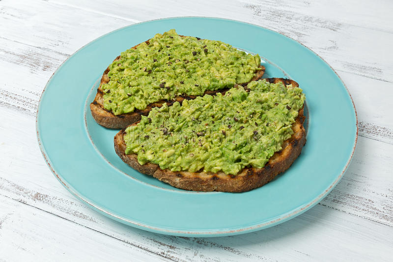Avocadotoast stockfoto