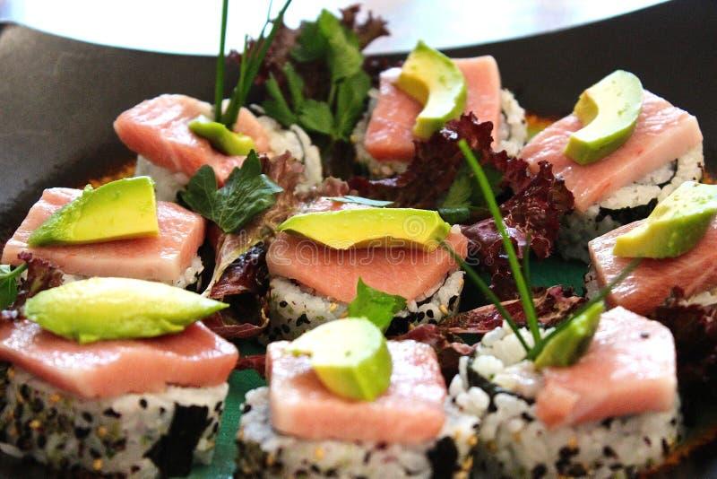 Avocat de Nigiri de sashimi de sushi photographie stock