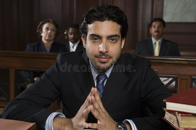 Avocat masculin Sitting In Courtroom photographie stock