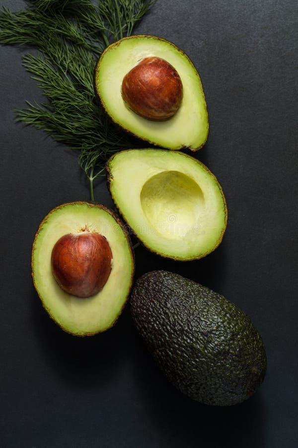 Avocats et feuilles d'aneth images stock