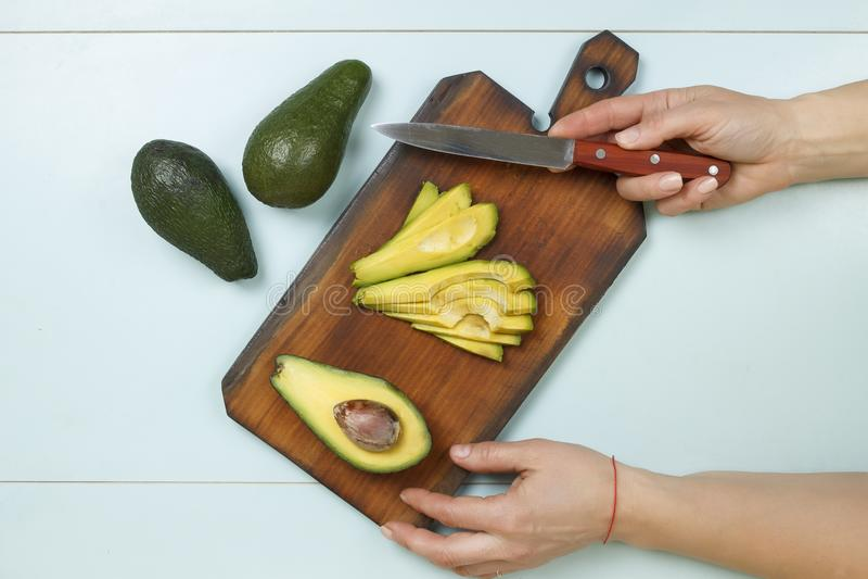 Avocats, mains, femme, faisant cuire, végétarien, consommation saine, régime photographie stock