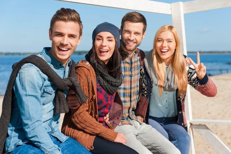 Avoir l'amusement avec des amis photo libre de droits