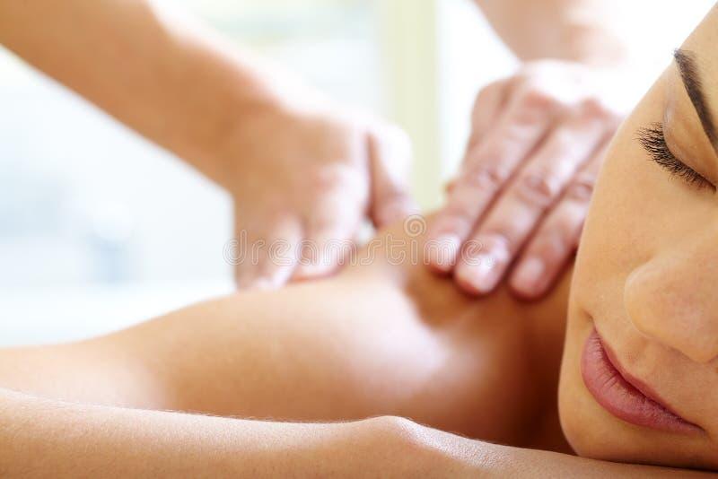 Avoir le massage image stock
