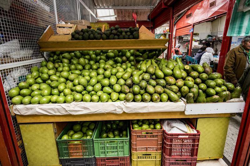Avokado Aguacate, Paloquemao, Bogota Colombia royaltyfri foto