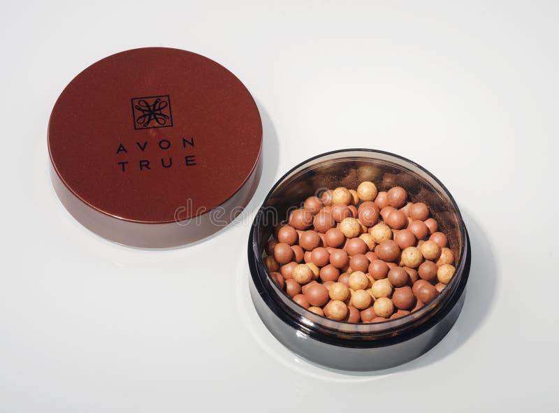 Avon-Glühen, welches die Perlen lokalisiert auf weißem Hintergrund bronziert lizenzfreie stockfotos