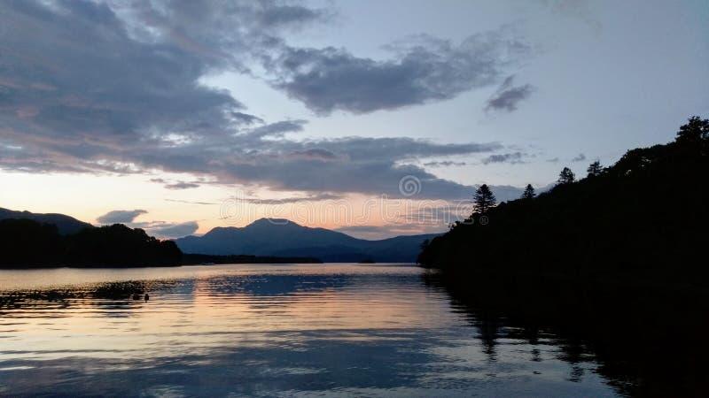 Avondhemel over Loch Lomond royalty-vrije stock foto
