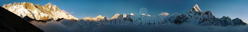 Avondmening van Ama Dablam, Lhotse, Nuptse en Makalu stock foto