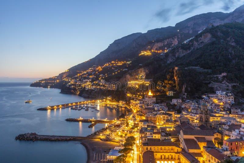 Avondmening van Amalfi stad, Italië royalty-vrije stock afbeeldingen