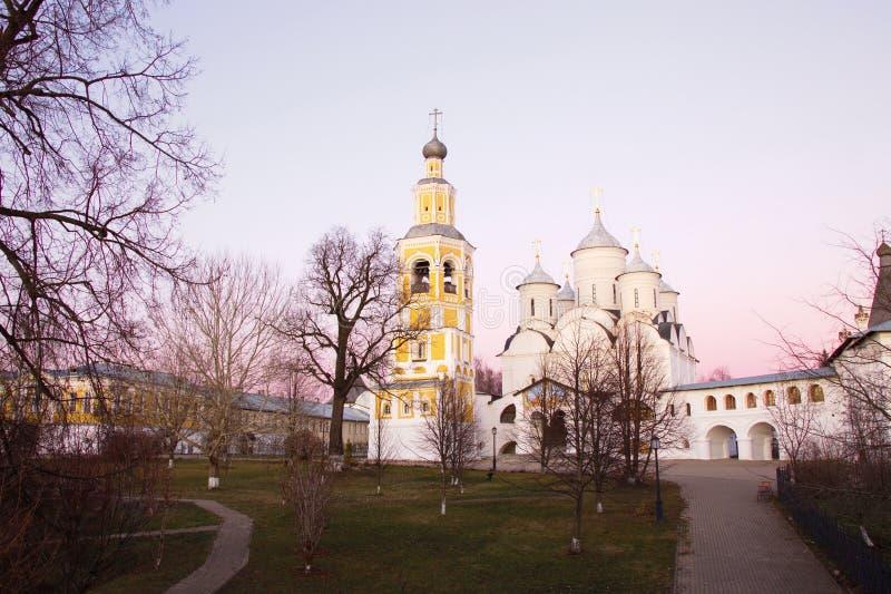 Avondmening van het klooster van spaso-Prilutsky Dimitriev Vologda Zilveren ring van Rusland stock fotografie