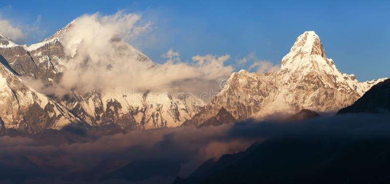 Avondmening van Lhotse en Ama Dablam royalty-vrije stock afbeelding