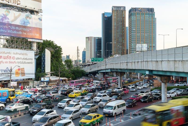 Avondspitsuur in het Centrum van Bangkok, Thailand stock afbeelding