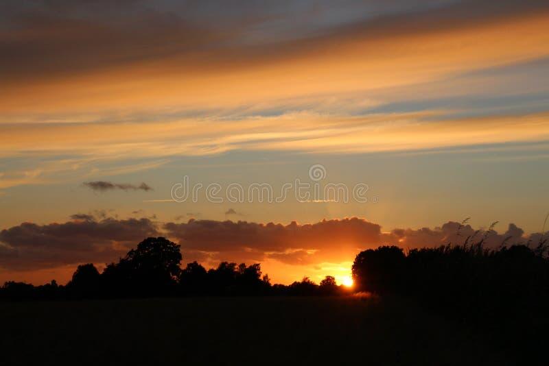 Avondstemming in de zonsondergang royalty-vrije stock foto's