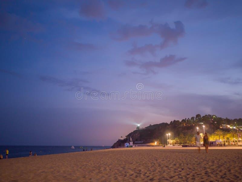 Avondtijd op het strand in Calella Calella DE Palafrugell nachtlandschap in Costa Brava, Spanje royalty-vrije stock fotografie