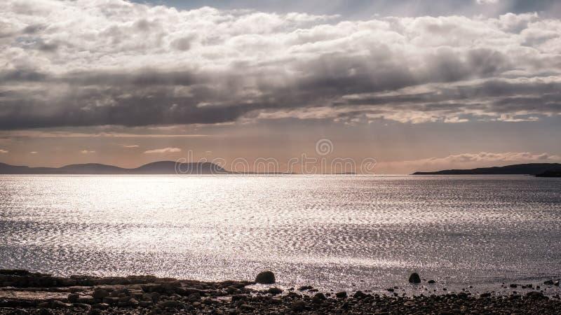Avondzonneschijn op Gairloch in Schotland stock afbeeldingen
