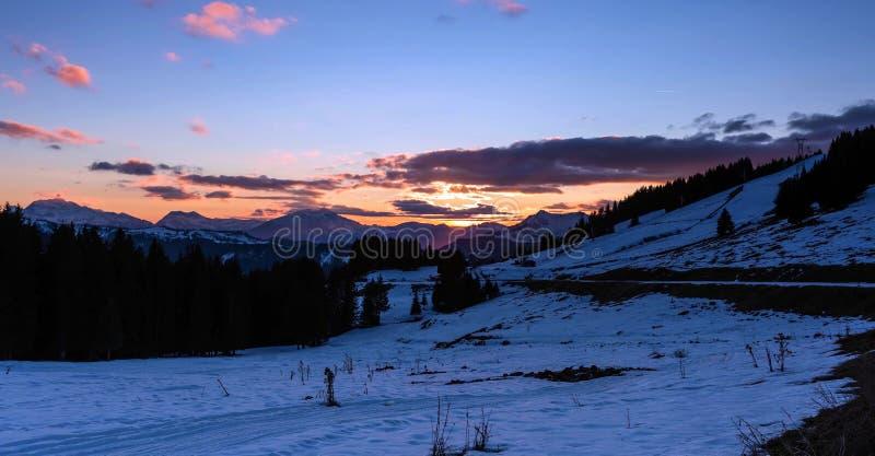 Avoriaz滑雪场斯诺伊风景在法国在一好日子 图库摄影