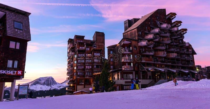 Avoriaz滑雪场斯诺伊风景在法国在一好日子 库存照片