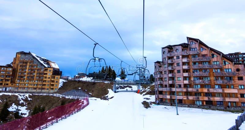 Avoriaz滑雪场斯诺伊风景在法国在一好日子 库存图片