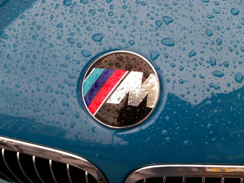 """11 avril 2013, Kiev Ukraine Série de BMW """"M """"d'emblème, dans les gouttes de pluie image stock"""