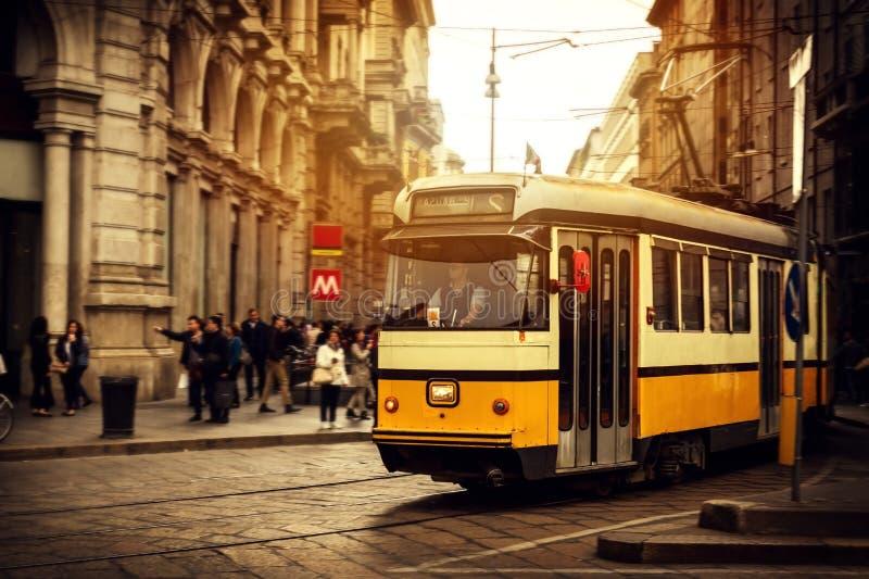 25 AVRIL 2017, MILAN - L'ITALIE : Belle rue italienne européenne photographie stock libre de droits