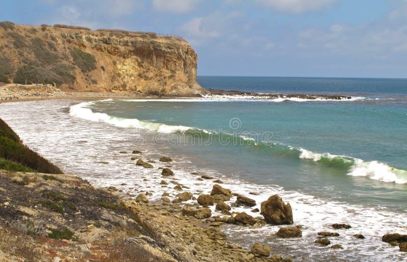 Avskild strand på Abalonelilla viken, Kalifornien arkivfoton