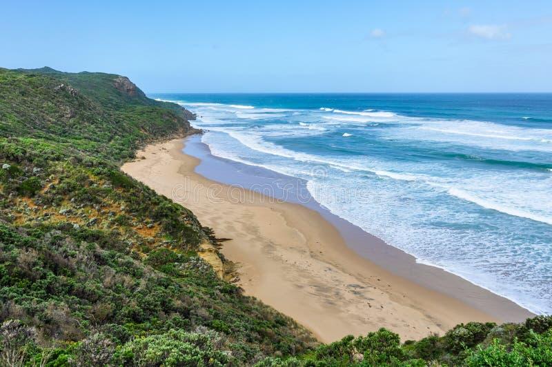 Avskild strand på den stora havvägen, Australien royaltyfri fotografi