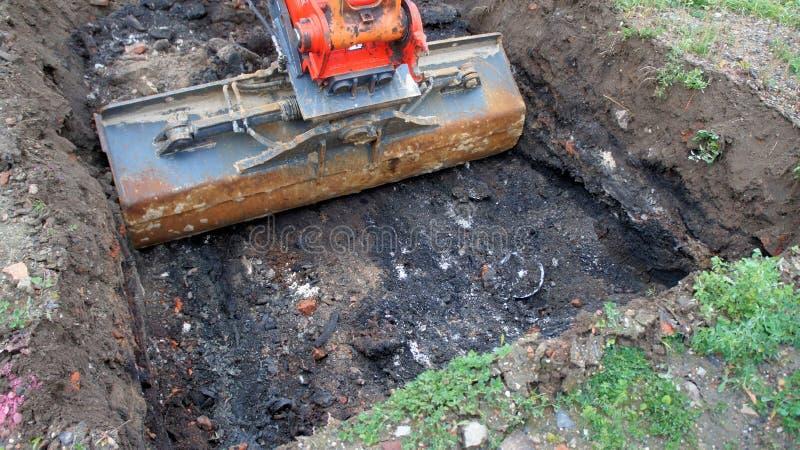 Avskräde från en tidigare avskrädeförrådsplats i det gamla konstruktionsområdet arkivbilder