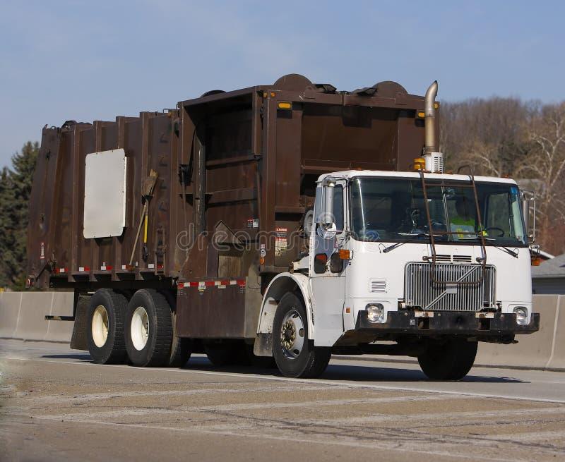 Download Avskrädelastbil arkivfoto. Bild av huvudväg, smutsigt, stinka - 514120