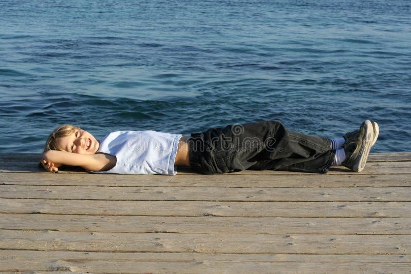 Download Avslappnande Semester För Barn Arkivfoto - Bild av gyckel, sömn: 501192