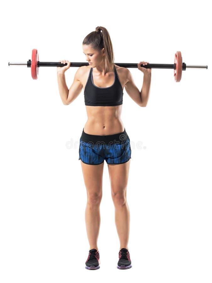 Avsluta fördjupat upp positionen av kvinnaidrottsman nen som gör satt övning för skuldrapress royaltyfri fotografi