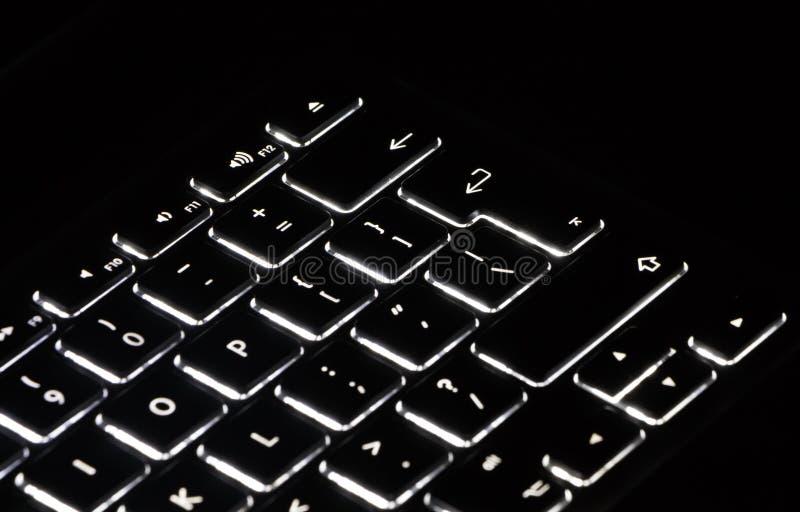 Avsnittet av bärbar datortangentbordet, skriver in tangentfokuspunkt royaltyfri foto