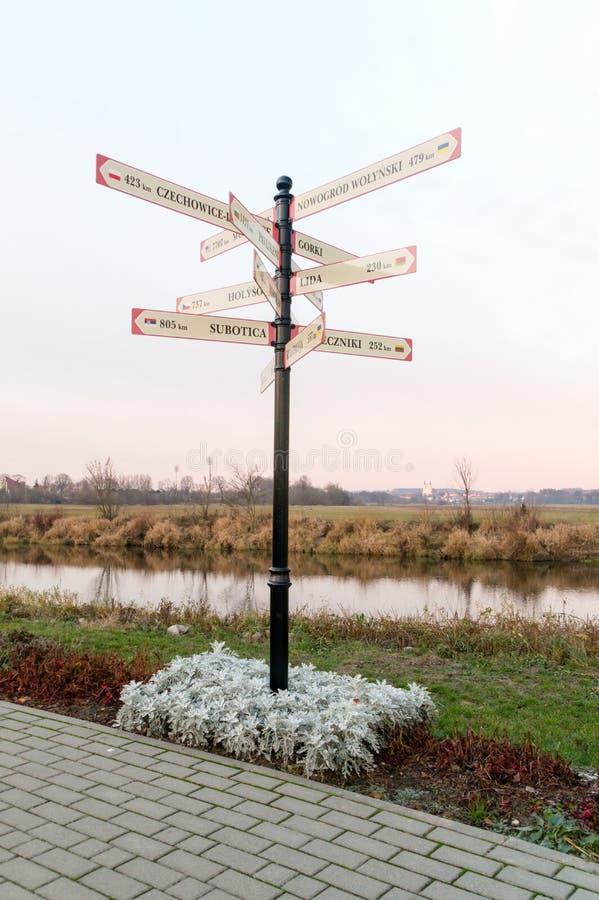 Avstånd i kilometerformen Lomza i Polen som visar avstånd t royaltyfria foton