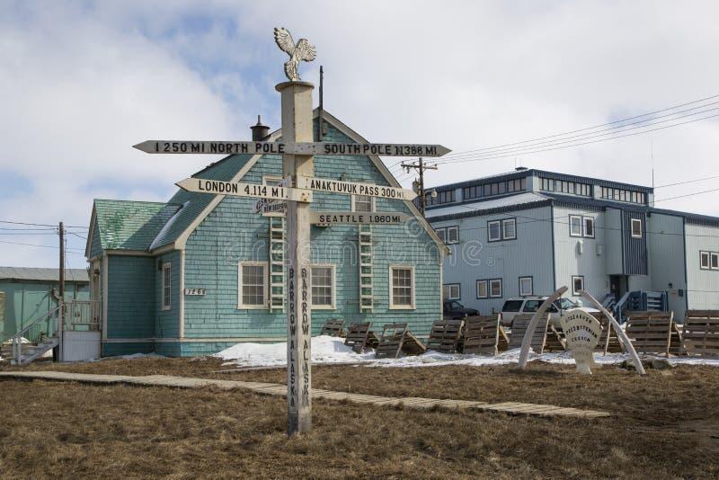 Avståndet undertecknar in kärran Alaska royaltyfria bilder