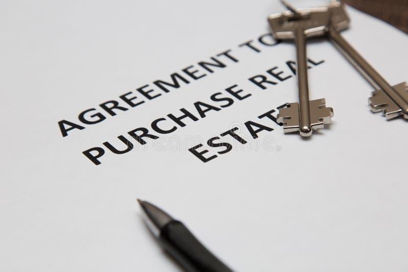 Avtal för försäljningen av huset royaltyfri bild