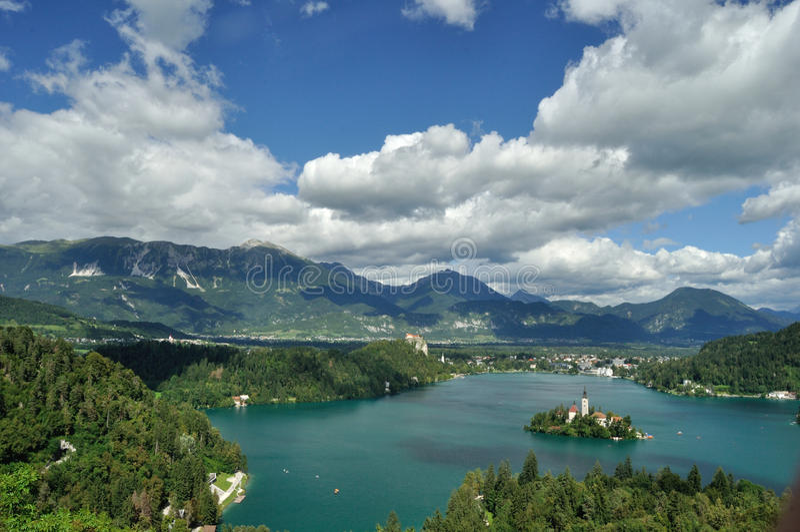 avtappad reflexion slovenia för medelberg för aftonölake trevlig arkivfoton
