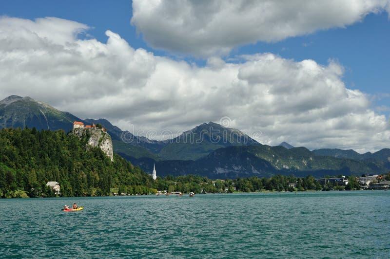 avtappad reflexion slovenia för medelberg för aftonölake trevlig royaltyfria foton