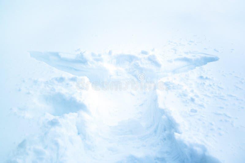 Avtryck av människokroppen i djup snö royaltyfria bilder