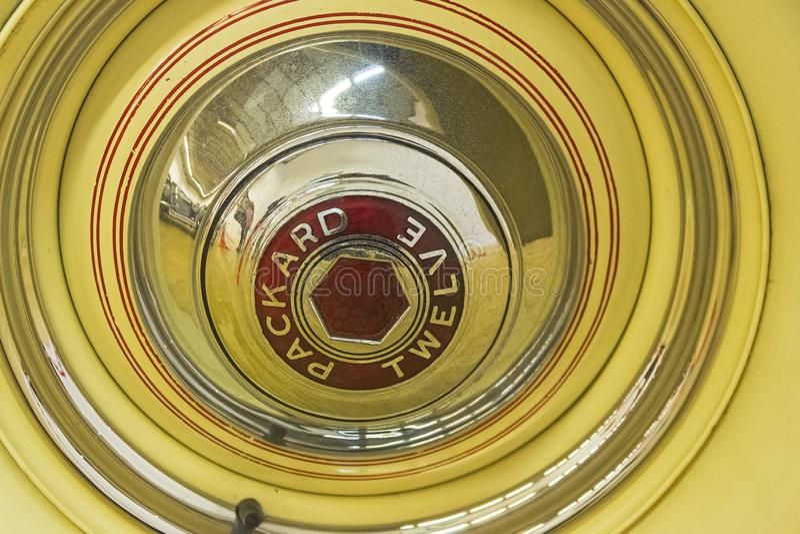 Avvara whee på Packarden bilen för tolv serier arkivfoton