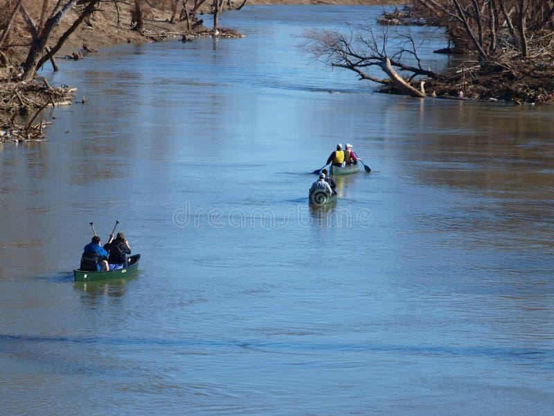 Avventura della canoa giù il fiume Trinity immagine stock