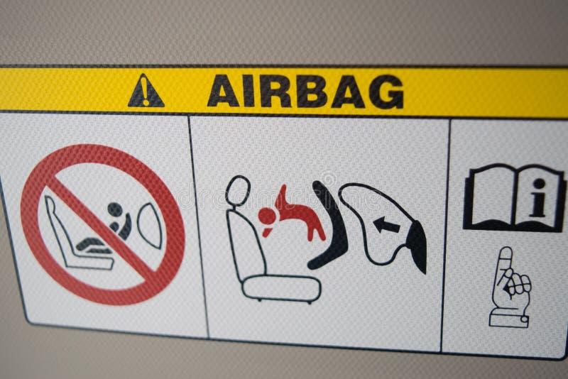 Avvertimento del piatto dell'airbag in automobile della città, sul parasole fotografia stock libera da diritti
